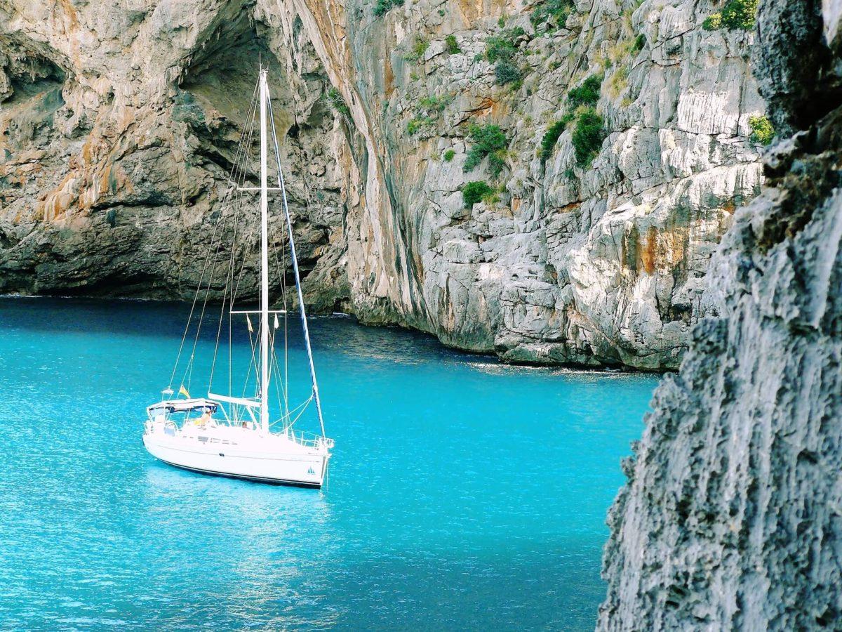 jacht w zatoce