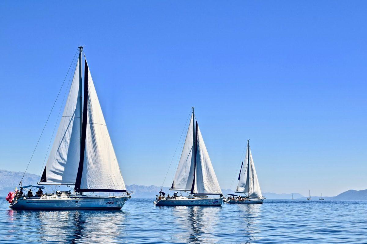 Jachty na wodzie