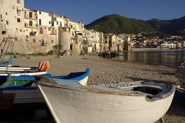 łódki na sycylii