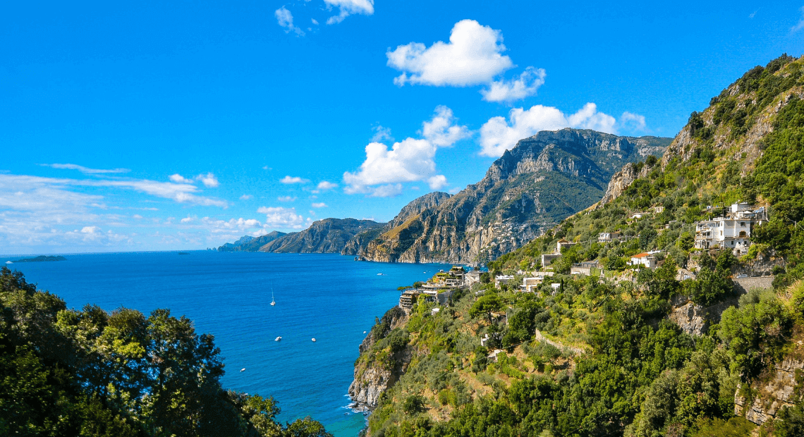 widok na włoskie wybrzeże