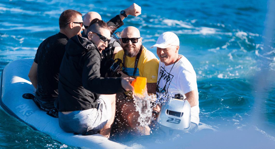 Ambasadorzy YACHTIC.com pływają pontonem