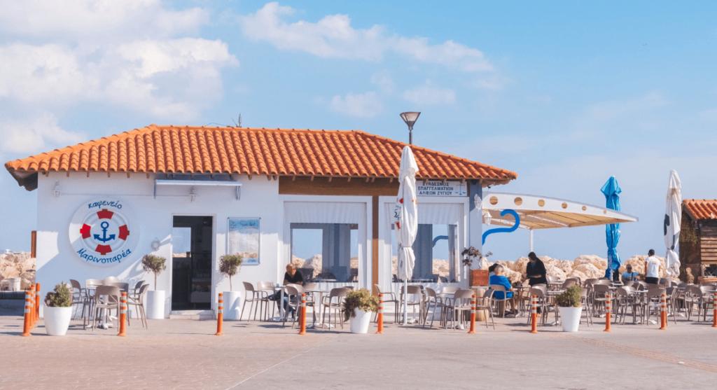 Widok na bar na Cyprze