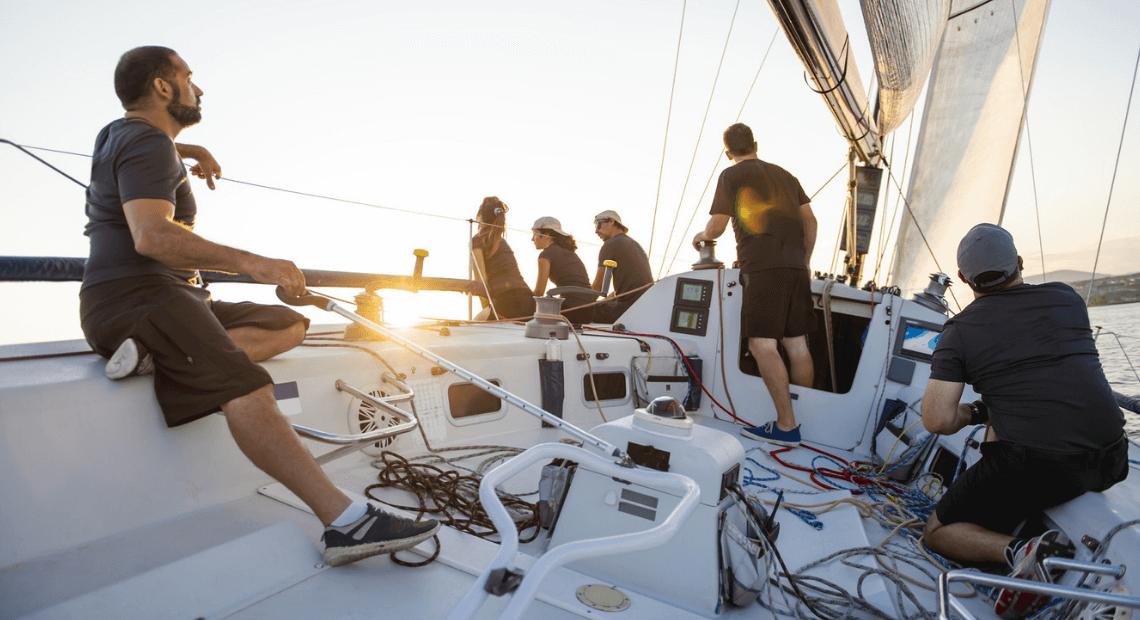 zaloga jachtu na regatach