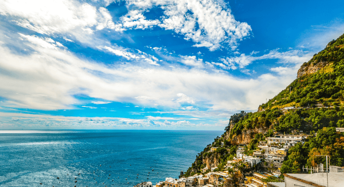 Widok wybrzeza amalfitanskiego