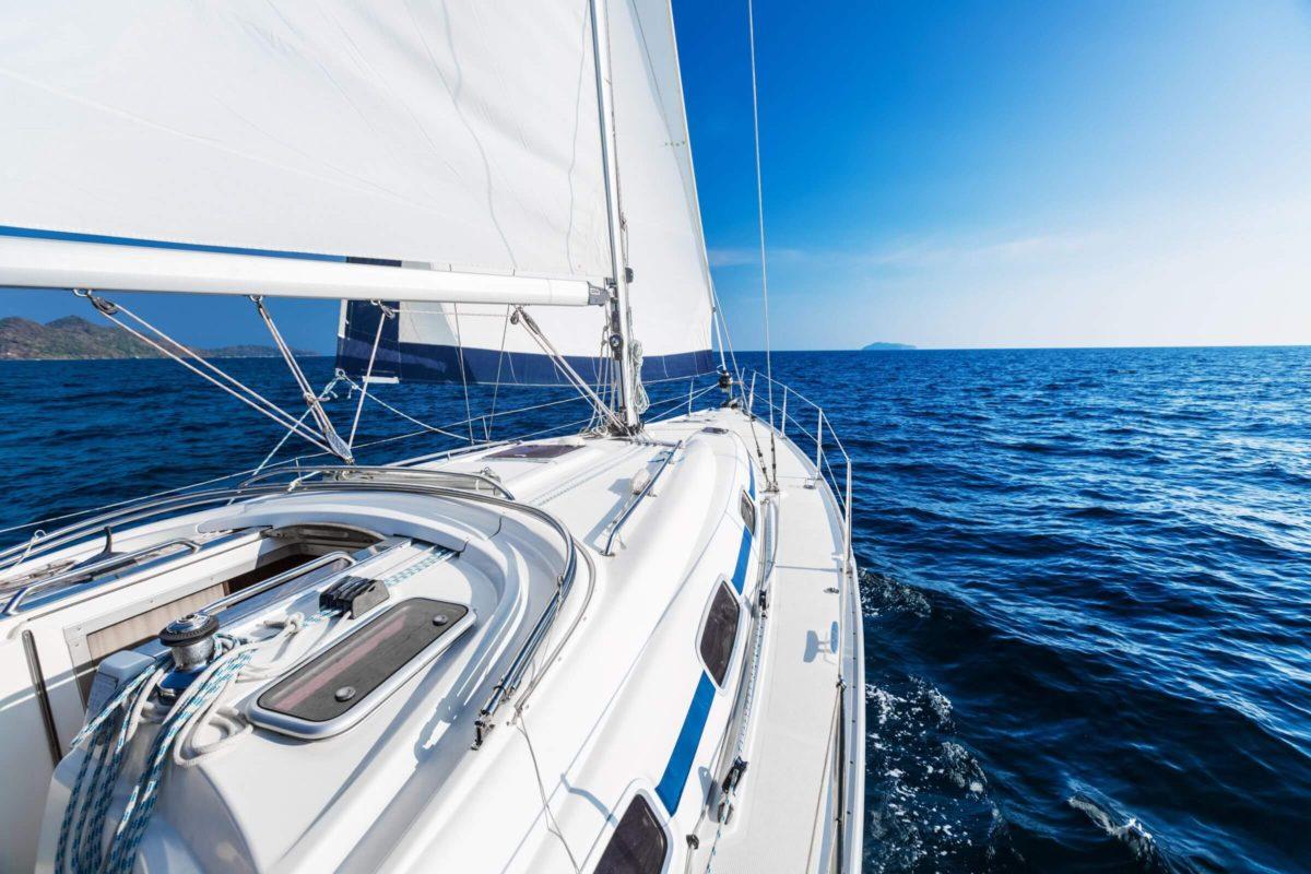 widok z pokladu jachtu